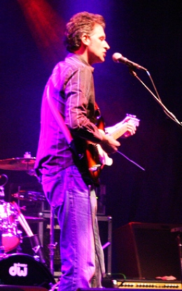 Neil in action at Leamington Assembly - great pic by Tracey Ganapathy of the Snowy White Fan Club